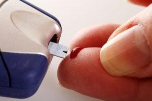 Diabetes: Blutzucker zuhause und beim Arzt kontrollieren! Täglichen Blutzuckerstatus und den HbA1C Langzeitwert